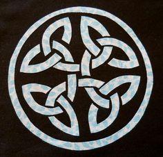 Celtic Circle Knot Applique Pattern  - via @Craftsy