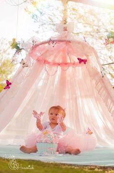 Curitiba, Kelli Homeniuk, Ensaio de bebê, 11 meses, 1 aninho, pré aniversário, bolo big Cupcake, Smash The Cake, Cake Smash, bolo, externo, princesa, flores, rosa, menina, borboletas, cabaninha, chalkboard (41)9729-6585 ©Kelli Homeniuk - Fotografia Profissional