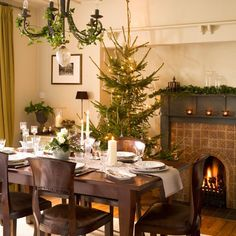 Christmas dining room | Be inspired by a festive 1930s detached home | House tour | Christmas decorating ideas | PHOTO GALLERY | Ideal Home ...