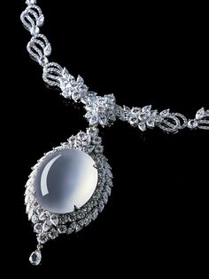 Zhaoyi Cuiwu, Diamond and Colorless Transparent Jadeite Necklace. Photo courtesy Zhaoyi Xintiandi Co. Ltd.