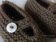 Hoy te enseño los preciosos Mary Jane. Son fáciles y rápidos de tejer y el resultado..... un amor! El tamaño es para 0... Baby Booties, Baby Knitting, Mary Janes, Knit Crochet, Booty, Slippers, Diy, Baby Knits, Baby Ideas