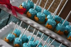 goldfish marshmallow pops: blue candy melts, graham cracker sand, cheese goldfish cracker and pearl bead sprinkle bubbles--so darling!