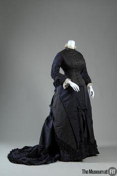 Dress (image 1) | Chouvenin & Legrand | France | 1878 | matelassé silk faille | Museum at FIT | Object #: 2008.51.1