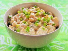 Itse tehty perunasalaatti on yksi parhaimmista klassikkosalaateista, joka vierailee ruokapöydässämme ympäri vuoden. Perunasalaatti pääsee niin juhlapöytään kuin viikonloppujen ruokasyöminkeihinkin. Ilman perunasalaattia ei tule vappu, juhannus eikä uusivuosi. Perunasalaatti on maukas ruokaisa salaatti, joka sopii monen ruoan kaveriksi. Nakeista naudan fileeseen ja minun heikkous on syödä perunasalaattia ruisleivän päällä. Kesällä perunasalaattia hemmotellaan uusilla perunoilla...Read Mor... Tasty, Yummy Food, Cantaloupe, Potato Salad, Side Dishes, Food And Drink, Potatoes, Fruit, Ethnic Recipes
