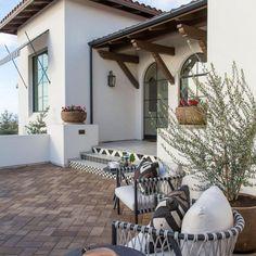Spanish Revival Home, Spanish Home Decor, Spanish Colonial Homes, Spanish Style Homes, Spanish House, Spanish Patio, Spanish Style Interiors, Spanish Bungalow, Hacienda Style Homes