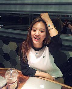 커피커피마셔야지☕️ #jaekyung Korean Actresses, Actors & Actresses, Seungri, Girl Bands, Korean Girl, Asian Beauty, Mini Skirts, Beautiful Women, Rainbow