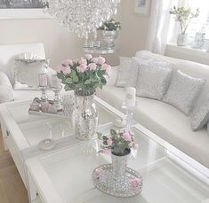 15 Beautiful Homes That Are Sure To Make Your Heart Skip A Beat - J'adore Lexie Couture Cottage Shabby Chic, Shabby Chic Vintage, Shabby Chic Homes, Shabby Chic Decor, Shabby Chic Romantique, Modern Outdoor Kitchen, Shabby Chic Zimmer, Grey Kitchen Designs, Diy Home Decor