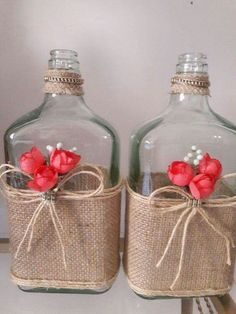 Discover thousands of images about Garrafa Gde vidro decorada no Glass Bottle Crafts, Wine Bottle Art, Diy Bottle, Wine Decor, Vases Decor, Bottle Decorations, Mason Jar Crafts, Mason Jar Diy, Creation Deco