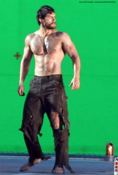 Henry Cavill: 'Man of Steel' Green Screen Scenes!: Photo Henry Cavill goes shirtless while filming some more scenes for Man of Steel on Tuesday (October in Vancouver, British Columbia, Canada. Superman Man Of Steel, My Superman, Superman Actors, Henry Cavill Superman, Henry Caville, Hot Guys Tattoos, Hommes Sexy, Hot Hunks, Shirtless Men