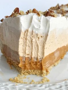 No bake triple layer pumpkin spice pudding pie is a delicious twist to classic pumpkin pie. It's a creamy, no bake pie with three layers of pumpkin spice flavor and only 5 ingredients. Perfect for Thanksgiving dinner because it can be made the day before No Bake Pumpkin Cheesecake, No Bake Pumpkin Pie, Pumpkin Pie Recipes, Baked Pumpkin, Pumpkin Dessert, Pumpkin Spice Cake, Pumpkin Pies, Healthy Pumpkin, Köstliche Desserts