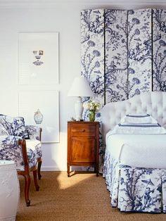 Romantic and tender feminine bedroom (e) - Interior Design Blue Rooms, White Rooms, White Walls, Feminine Bedroom, Murphy Bed Plans, White Bedding, White Headboard, White Coverlet, White Linens