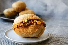A traditional vetkoek (fried dough) recipe paired with an amazing curried mince that is sure to please everyone. A sure crowd pleaser! Minced Beef Recipes, Oven Chicken Recipes, Mince Recipes, Dutch Oven Recipes, Curry Recipes, Cooking Recipes, Recipes Dinner, Dinner Ideas, South African Dishes