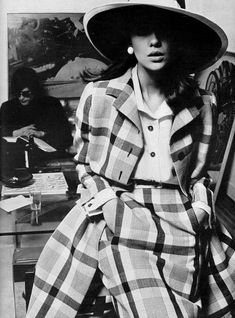 Donna Mitchell in plaid coat worn over matching skirt and white blouse by Nina Ricci, 1967 Vintage Fashion 1950s, Vintage Mode, 1960s Fashion, Fashion Models, Women's Fashion, 1960s Outfits, Chic Outfits, Vintage Glamour, Vestidos Vintage
