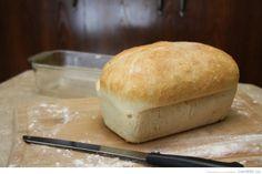 Faire son pain. Une idée de grand-mère? Non, mais ça my fait penser en tout cas et cest vraiment bon! Simple comme bonjour. On suit la recette et les quantités de façon précise et après quelques heures, nous obtenons un pain de ménage qui ne fera que vous donner le goût de récidiver très rapidement. [...]