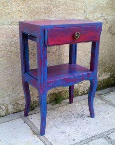 Chevet relooké bleu et rose aspect vieilli