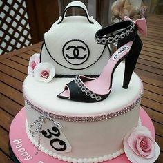 Chanel Birthday Cake, Makeup Birthday Cakes, 25th Birthday Cakes, 50th Cake, Birthday Cakes For Women, Coco Chanel Cake, Bolo Chanel, Bolo Fashionista, Louis Vuitton Cake