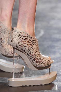 Afbeeldingsresultaat voor schoenen iris van herpen