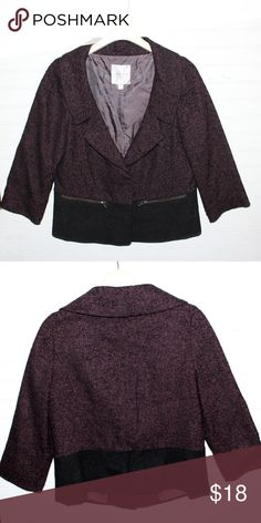 Awesome Nordstrom 3/4 blazer great for work! This is a great blazer for the office with its sophisticated 3/4 sleeve styling and two tone colors. Nordstrom Collection Jackets & Coats Blazers