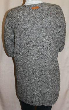 Жакет (кардиган) ручной работы, связан спицами из 100% неокрашенной овечьей шерсти. Жакет свободный, объемный, теплый, слегка колючий,