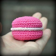 Raspberry Macaron - Free Crochet Pattern - Grietje Karwietje