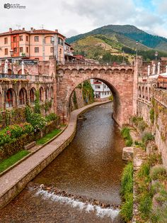 Places To Travel, Places To Visit, Landscape Illustration, Bilbao, Spain Travel, Lonely Planet, Travel Around, Trip Advisor, Mansions