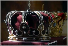 The Steel Crown of Romania was forged of the steel of a cannon captured by the Romanian Army from the Ottomans during the War of Independence. King Carol I chose steel, and not gold, to symbolize the bravery of the Romanian soldiers. Royal Crowns, Royal Jewels, Tiaras And Crowns, Crown Jewels, Crown Royal, Sara Crispino, Hatoful Boyfriend, James Moriarty, Mrs Hudson