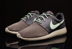 Nike Sportswear goes for a premium construction and appearance for the Roshe Run with this classy version in Midnight Fog and enamel Green. The Roshe Run Premium features a duo of suede and leather materials in black and brown, accented … Continue reading →