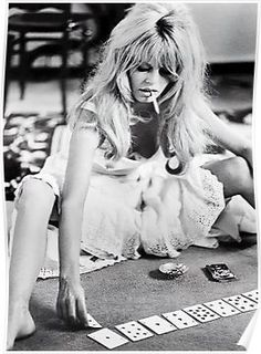 "French actress Brigitte Bardot on the set of ""Viva Maria"" and photographed by Douglas Kirkland via Miss Bridget Bardot Old Hollywood, Viejo Hollywood, Classic Hollywood, Hollywood Stars, Hollywood Actresses, Film Noir Fotografie, Exposition Photo, Paris Mode, Mode Inspiration"