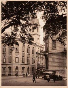 Esquina de Libertad y Paraguay, con la iglesia de las Victorias. 1932.