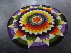 Rangoli Designs Flower, Rangoli Ideas, Rangoli Designs Diwali, Rangoli Designs Images, Flower Rangoli, Onam Pookalam Design, Rangoli Colours, Indian Rangoli, Diwali Decorations