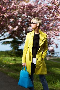 Cheerful colors with bite to kick up basic jeans and neutrals. Winter Style, Autumn Winter Fashion, Trench, Cool Hairstyles, Raincoat, Layers, Wraps, Dressing, Style Inspiration