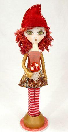Love the hair and hat idea Felt Dolls, Doll Toys, Paper Dolls, Tiny Dolls, Ooak Dolls, Clothespin Art, Wood Peg Dolls, Little Doll, Hello Dolly