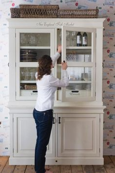 30 Ideas For Kitchen Furniture Buffet Dressers That stylish design fashion, which generates warm and Kitchen Dresser, Kitchen Cupboards, Kitchen Furniture, Furniture Makeover, Diy Furniture, Modern Furniture, Furniture Stores, Muebles Living, Small Space Interior Design