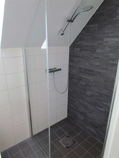 tiny attic bathroom Inspiration – Linn Bad Inspiration – Linn Bad Stile Libero hits the spirit of time in the concrete and terrazzo trend. Attic Shower, Small Attic Bathroom, Small Bathroom Tiles, Loft Bathroom, Bathroom Layout, Bathroom Storage, Master Bathroom, Attic Rooms, Attic Spaces