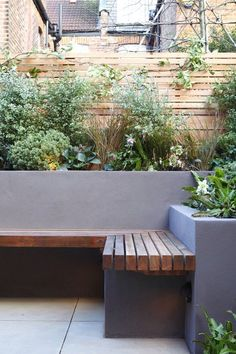 Hottest Images Garden Seating planter Style Outdoor spaces and patios beckon, specifically when the weather gets warmer. Small Gardens, Outdoor Gardens, Courtyard Gardens, City Gardens, Modern Gardens, Garden Modern, Outdoor Patios, Outdoor Rooms, Concrete Garden Bench
