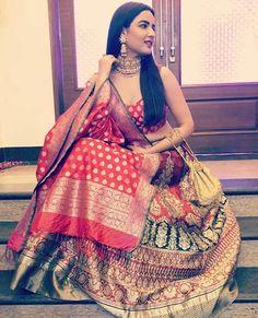 Jasmin Bhasin in Bridal Red Benarasi Warp 'n Weft Handloom Lehenga Banarasi Lehenga, Indian Lehenga, Sabyasachi, Indian Bollywood, Indian Wedding Outfits, Indian Outfits, Indian Clothes, Indian Weddings, Wedding Dresses