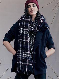 Hilary Rhoda, scarf