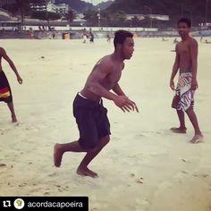 #Repost @acordacapoeira with @repostapp. ・・・ Sabado de salto! Vai Pilão vai! #acordacapoeira #saltos #capoeira #handstand #fitness #motion #beachlife #riodejaneiro #esporte #pilaocapoeira