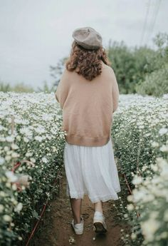 Living In A Daydream: Photo Flower Aesthetic, Aesthetic Photo, Moda Boho, Fine Art Photo, To Infinity And Beyond, Girl Photography, Photography Flowers, Ulzzang Girl, Spring Fashion