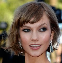 Karlie Kloss' wavy bob is simply adorable!