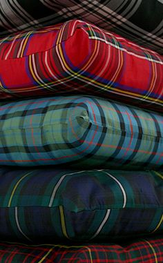 I love tartan plaid! I have a lot of plaid in my fall and winter wardrobe and I have a lot a madras in my spring and summer wardrobe. Motif Tartan, Tartan Fabric, Tartan Plaid, Tartan Decor, Scottish Plaid, Scottish Tartans, Plaid Bedding, Plaid Fashion, Latex Fashion