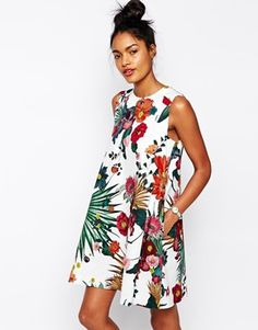 Buy Sportmax Code Trapeze Dress in Floral Print at ASOS. Get the latest trends with ASOS now. Tent Dress, Mode Boho, Feminine Dress, Lovely Dresses, Floral Dresses, Holiday Outfits, Dress To Impress, Boho Fashion, Casual Outfits