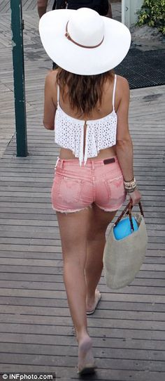 perfect spring break outfit! crop top and denim <3