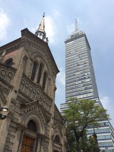 Torre latinoamericana and church