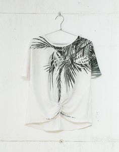 Palm tree print top with front knot. Discover this and many more items in Bershka with new products every week