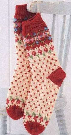 МАСТЕР КЛАСС: Красивые носки с жаккардовым узором связаны спицам...