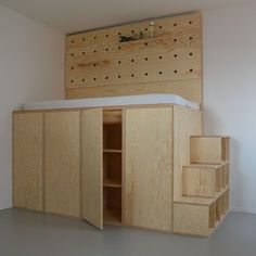 31 raised bed inside built in wardrobe 00063 Small Space Storage Bedroom, Loft Bed, Storage Bench Bedroom, Bedroom Storage For Small Rooms, Cool Beds, Bedroom Storage Ideas For Clothes, Bedroom Design, Built In Wardrobe, Room
