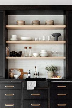 Loft Kitchen, Home Decor Kitchen, New Kitchen, Kitchen Ideas, Kitchen Shelves, Kitchen Cabinets, Kitchen Decorations, Decorating Kitchen, Kitchens With Open Shelving