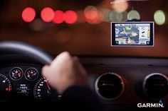 """Garmin Automotive nüvi 3597LMTHD: 5.0"""" high res automatic dual-orientation display, with """"pinch and zoom"""" capability"""