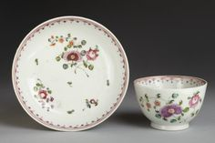 New Hall. Tea bowl and saucer, c. 1790-1800. In the collections of the V&A.
